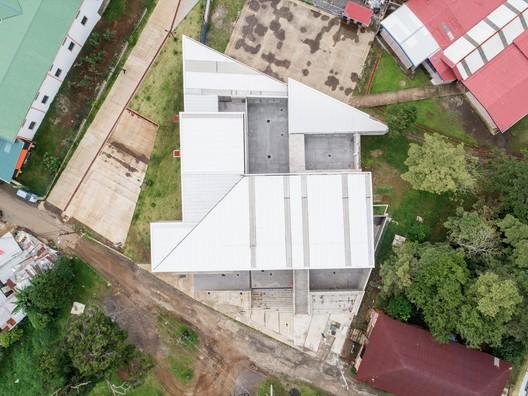 Centro_de_Desarrollo_Humano_de_Tirrases_03_-_b Tirrases Human Development Center / Luis Diego Barahona Architecture