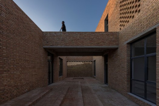 Corridor bridge, courtyard and volume. Image © TrimontImage - Dong Wang