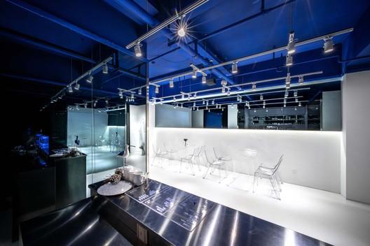 First floor bar counter. Image © Yixiang Wang