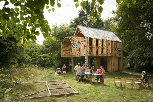 Much of the work done by her previous firm, Studio Weave, would fit within the degrowth paradigm, says Maria Smith. Shown here is <a href='https://www.archdaily.com/457272/ecology-of-colour-studio-weave'>Ecology of Colour</a>, a community arts studio, bird-watching hide, and park shelter located in Dartford, UK. Image © Jim Stephenson