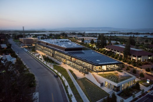 Intuit Marine Way Building / WRNS Studio + Clive Wilkinson Architects. Image © Jeremy Bittermann