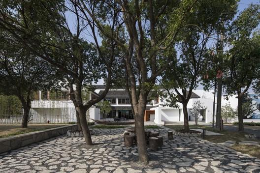 Southern courtyard. Image © FangFang Tian