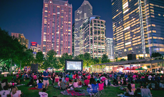 A crowd of locals watch a movie at Discovery Green, Houston, TX, USA. Image Courtesy of PPS