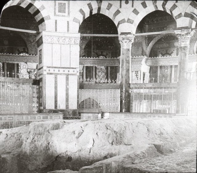 Dome of the Rock Interior . Image Courtesy of Wikimedia Commons