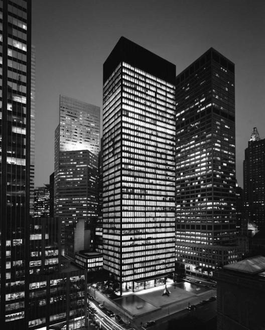 Seagram Building / Mies van der Rohe. Image © 375parkavenue.com