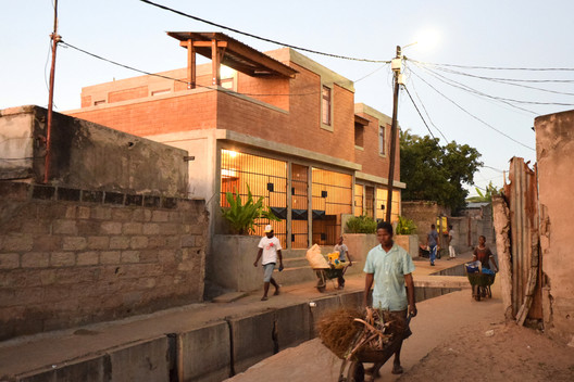 Compact Housing in the Informal Settlements of Maputo / Casas Melhoradas. Image © Johan Mottelson