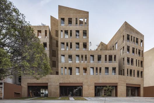 González Luna Building / Estudio Macías Peredo. Image © César Béjar
