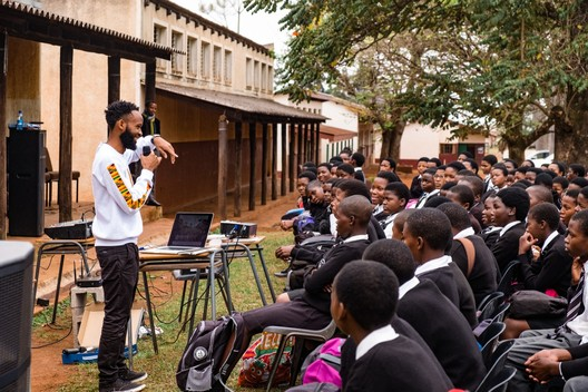 Wandile motivates students in Swaziland to chase after their dreams. Image © Troy Homenchuk, Andrew Von Maur, Andrews University School of Architecture & Interior Design