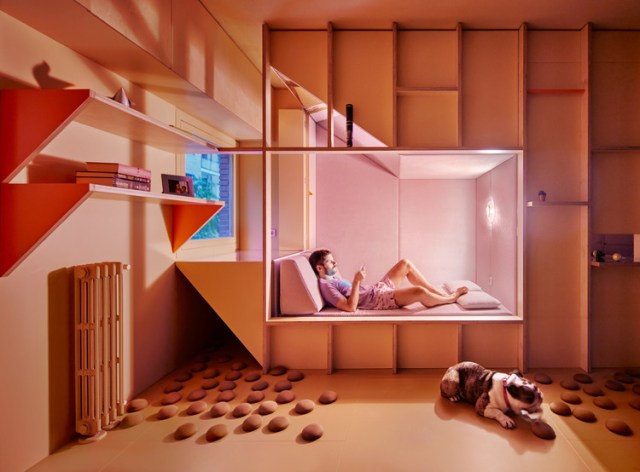 """""""Un chico, su bulldog, un huerto y la casa que comparten"""" por HUSOS. Image © José Hevia"""