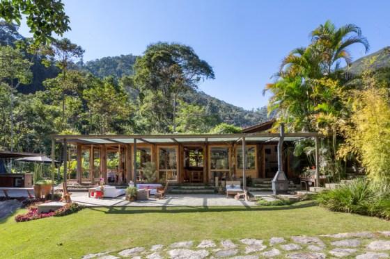 Casa em Correas / Rodrigo Simão Arquitetura.  Imagem © André Nazareth