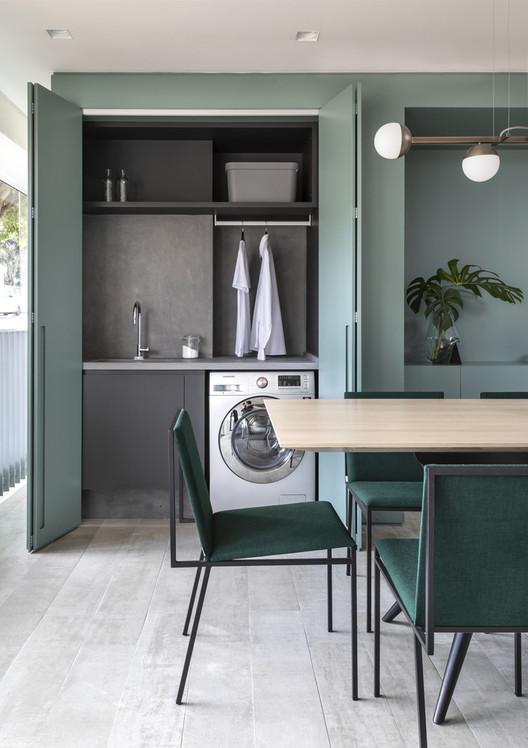 Apartamento ARQ / Sala2 Arquitetura. Foto ©Evelyn Muller