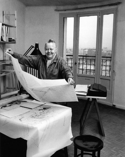 """Charlotte Perriand, one of the four female architects highlighted in Carmen Espegel's """"Women Architects in the Modern Movement"""" book. Image © Robert Doisneau [Wikimedia], under public license."""