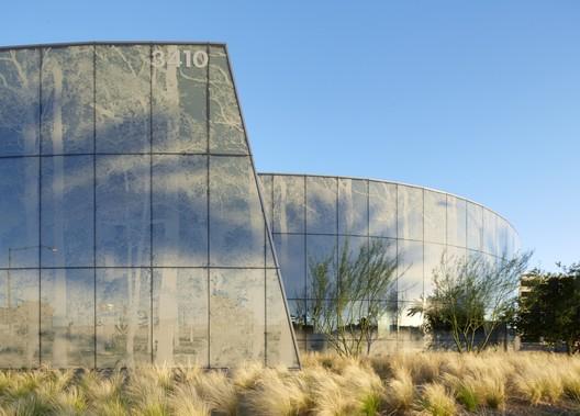 Kaiser Permanente Radiation Oncology Center. Photo © Bruce Damonte