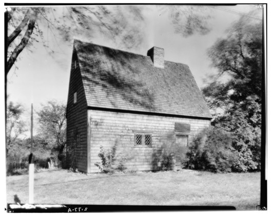 The Peak House, Main Street, Medfield, Norfolk County. Image Courtesy of Library of Congress HABS MASS