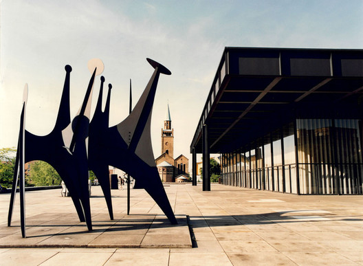 Minimal / Maximal is a solo exhibition of Alexander Calder's opening this Sunday at the newly reopened Neue Nationalgalerie in Berlin.. Image Courtesy of Staatliche Museen zu Berlin, Nationalgalerie / Reinhard Friedrich