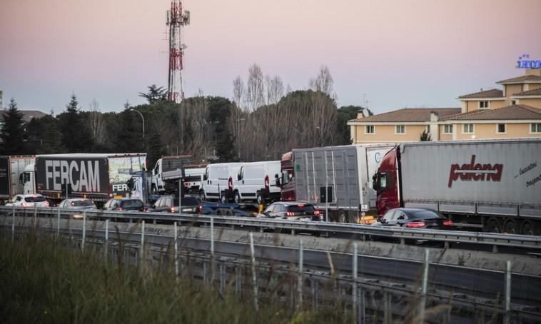 Rischio caos sul Green pass a lavoro, si discute sul costo dei tamponi