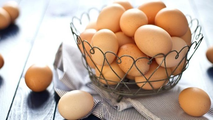 a bowl of eggs, which can provide a filling breakfast for people with diabetes
