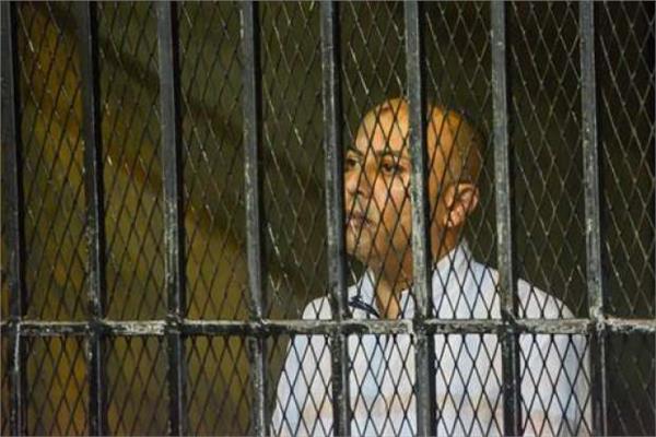 هشام عبد الباسط داخل القفص