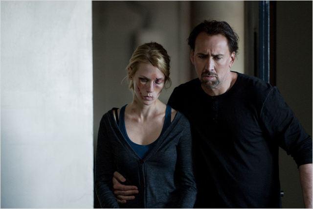 Will Gerard (Nicolas Cage) soutient sa femme Laura (January Jones), victime d'un viol et d'une agression sauvages