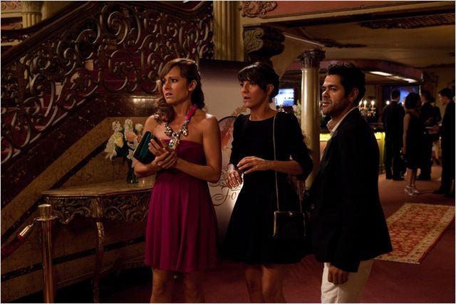 Avec l'aide de Farres (Jamel Debbouze), Jeanne (Florence Foresti) a réussi à s'infiltrer dans Hollywood pour tenter de convaincre Jennifer Marshall (Nikki Deloach) de reprendre sa carrière d'actrice...