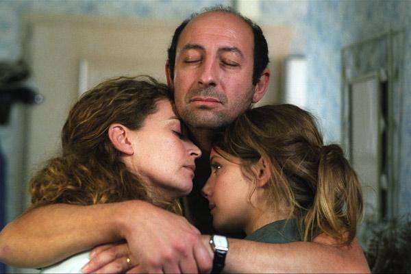 La famille Tellier (Isabelle Renauld, Kad Merad et Mélanie Laurent) traverse une épreuve difficile