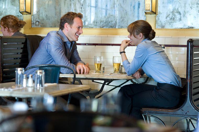 Adam Bennett (Patrick Wilson) semble attiré par Becky (Rachel Mc Adams)