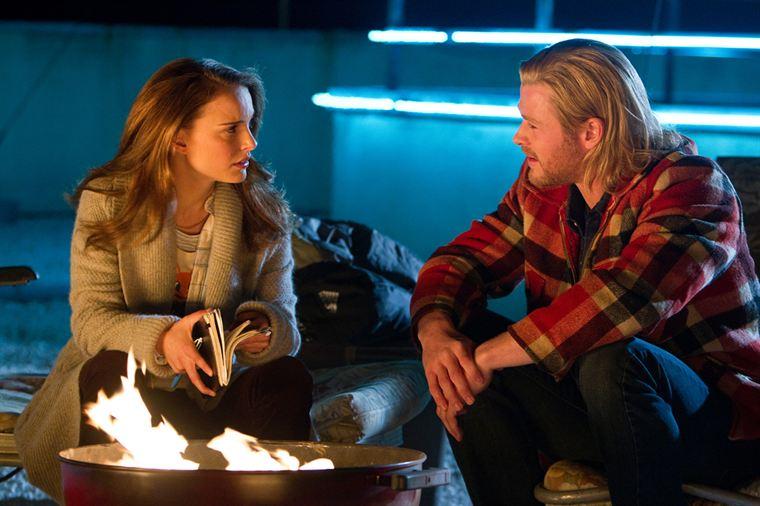 Sur Terre, Thor (Chris Hemsworth) peut compter sur l'aide de Jane Foster (Natalie Portman)