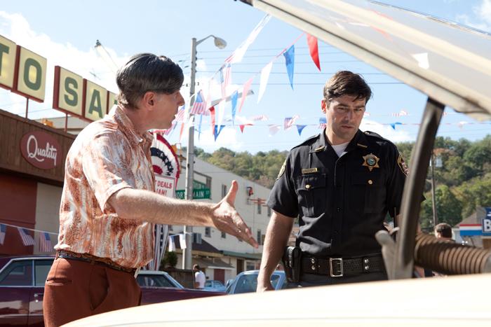 Le shérif-adjoint Jack Lamb (Kyle Chandler) constate de plus en plus de phénomènes étranges dans sa ville de Lillian...