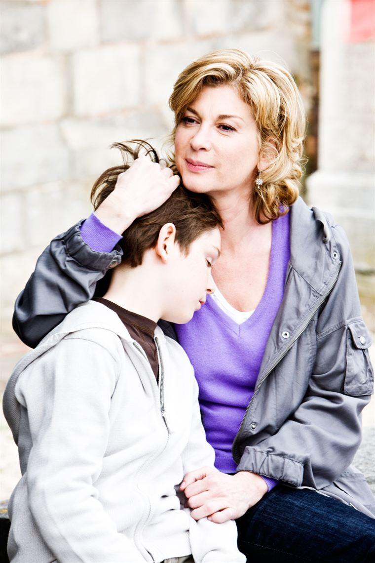 Marius (Gaspard Meier-Chaurand) est heureux avec Marie, sa mère (Michèle Laroque), mais il lui manque un père