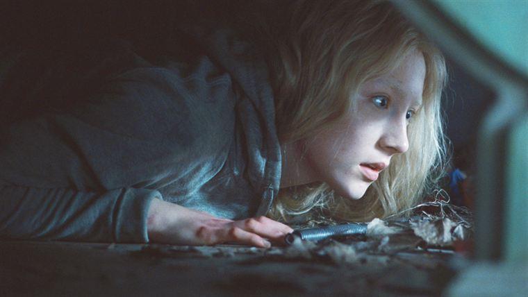 Hanna (Saoirse Ronan) en pleine cavale pour aller rejoindre son père en Allemagne
