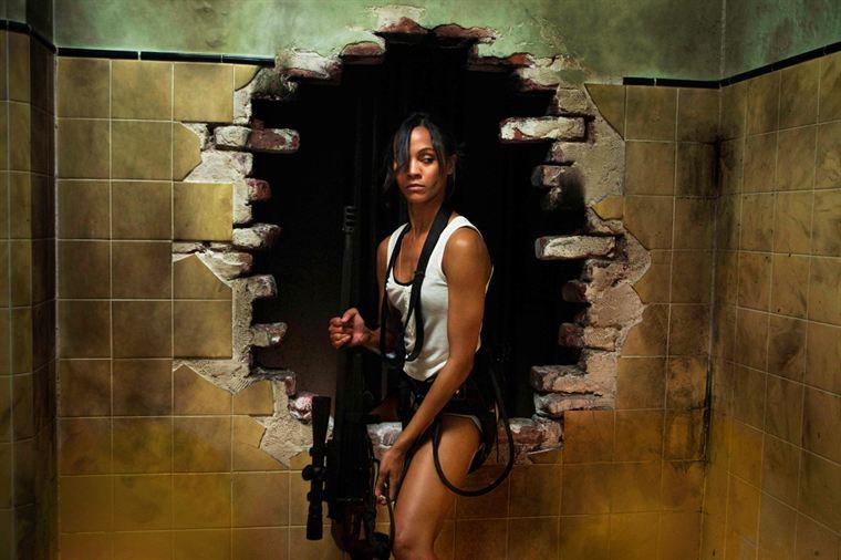 Rien n'arrête Cataleya (Zoe Saldana), tueuse à gages