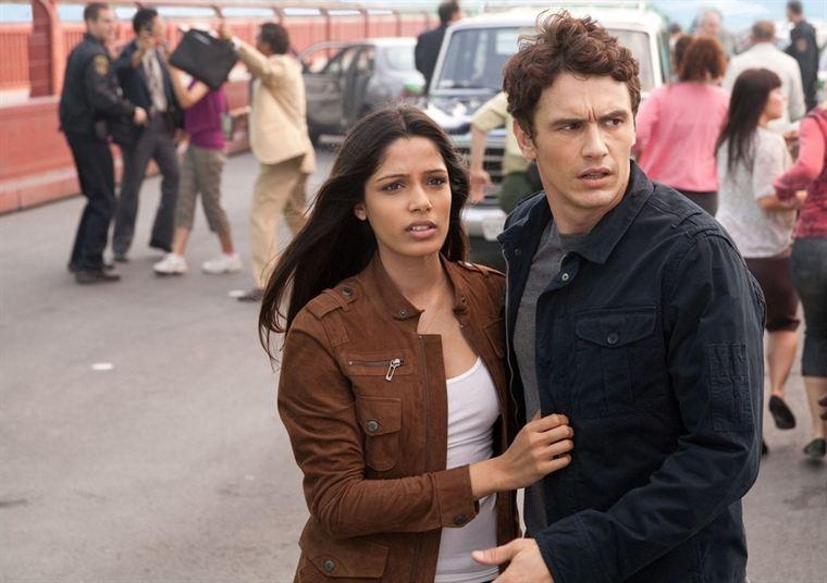 Will Rodman (James Franco) et sa compagne vétérinaire Caroline (Freida Pinto) semblent dépassés par les évènements