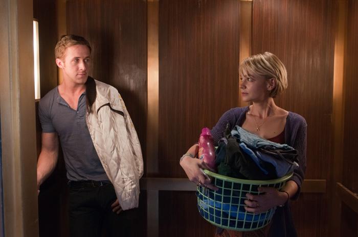 Rencontre fortuite entre le Chauffeur (Ryan Gosling) et sa voisine Irene (Carey Mulligan)