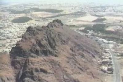 مشاهد لساحة معركة أحد وجبل الرماة وقبر حمزة عم الرسول