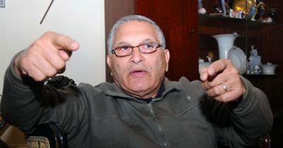 حارس الرئيس السابق مبارك يكشف أخطر الأسرار: مبارك كان يستضيف موظفاً  للفرفشة والنكت