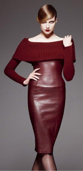 الفستان الجلدي يتزين بالأحمر البوردو