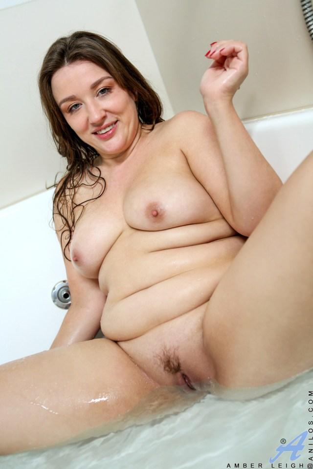 Anilos.com - Amber Leigh: Bathing Beauty