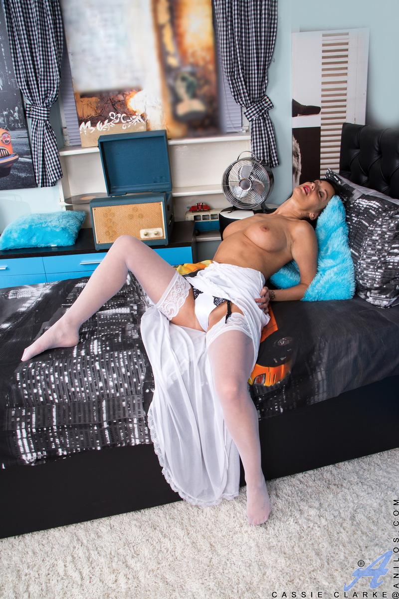 Anilos.com - Cassie Clarke: Play With Me