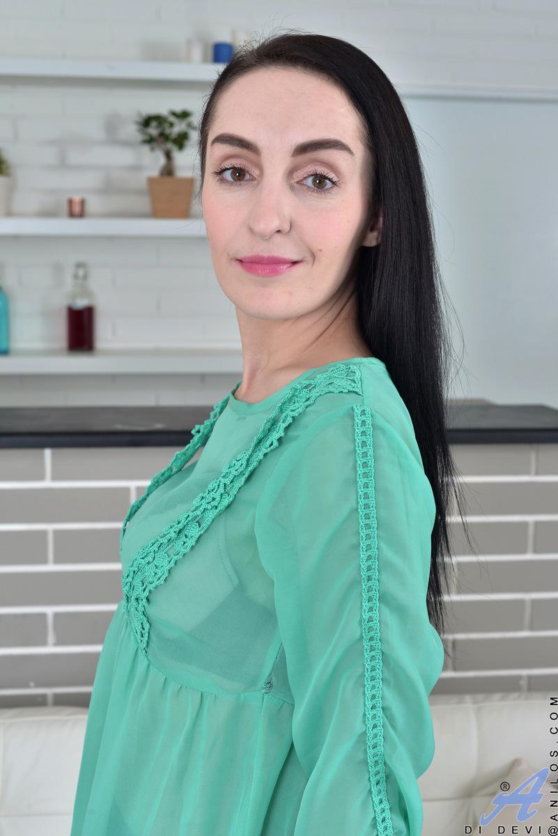 Anilos.com - Di Devi: Foreign Beauty