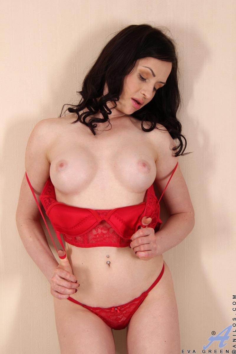Anilos.com - Eva Green: Hot Mama