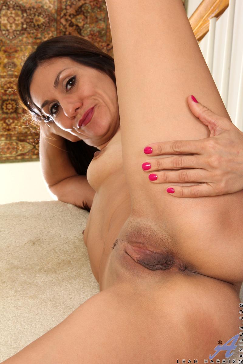 Anilos.com - Leah Harris: Finger Play