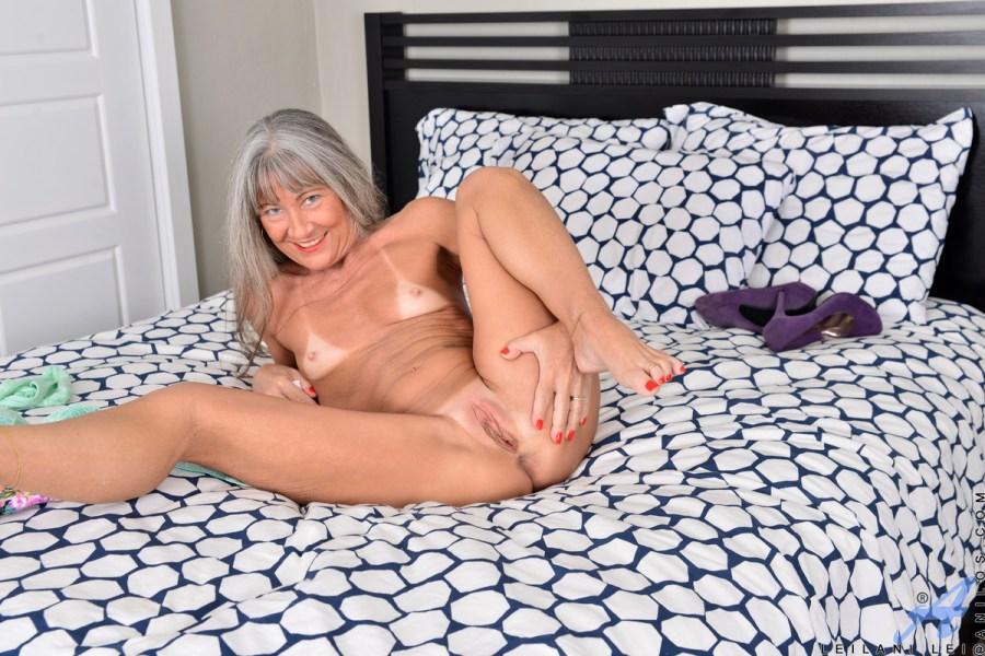 Anilos.com - Leilani Lei: Silver Fox