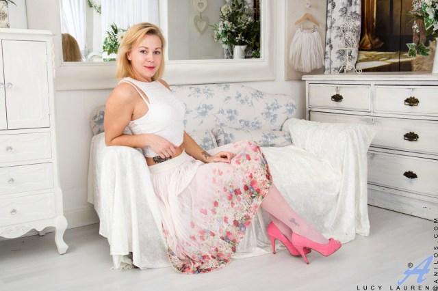 Anilos.com - Lucy Lauren: Pink Panties