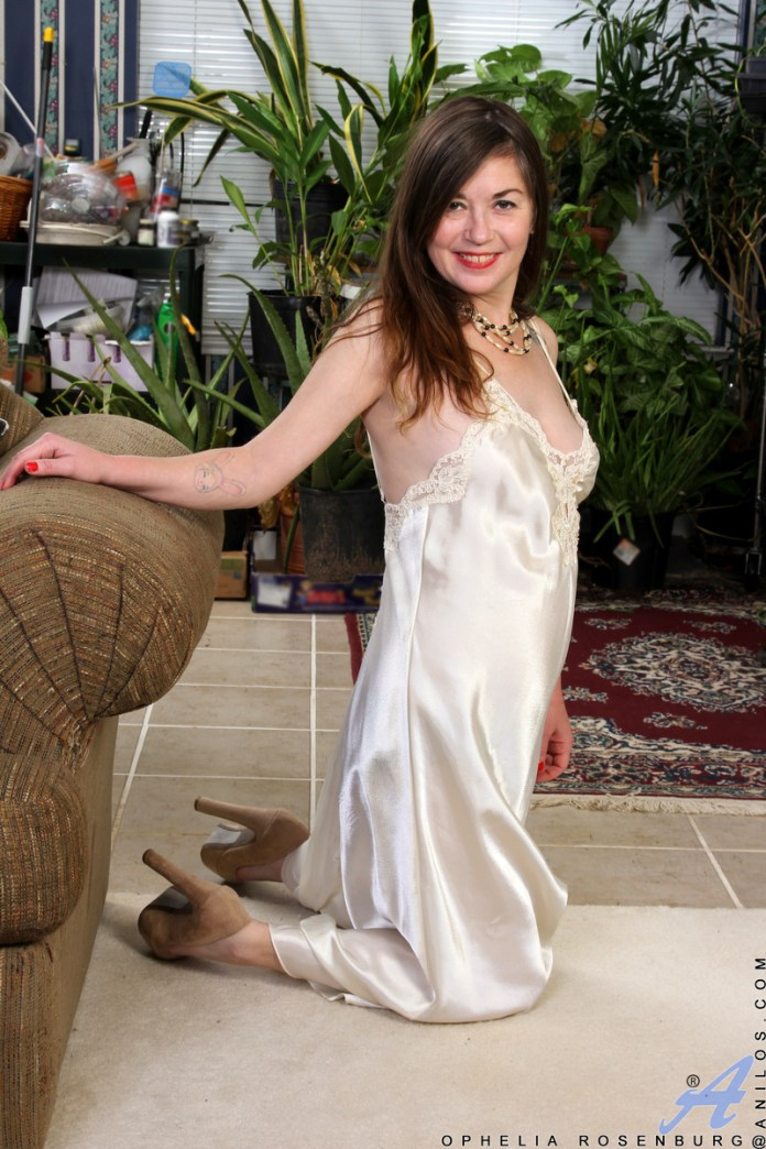 Anilos.com - Ophelia Rosenburg: Wanting Ophelia