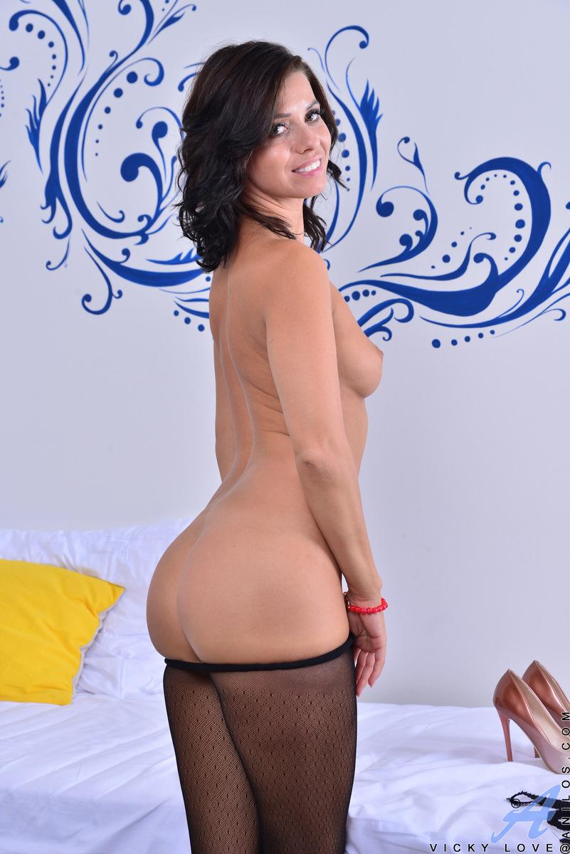 Anilos.com - Vicky Love: Hot Mama