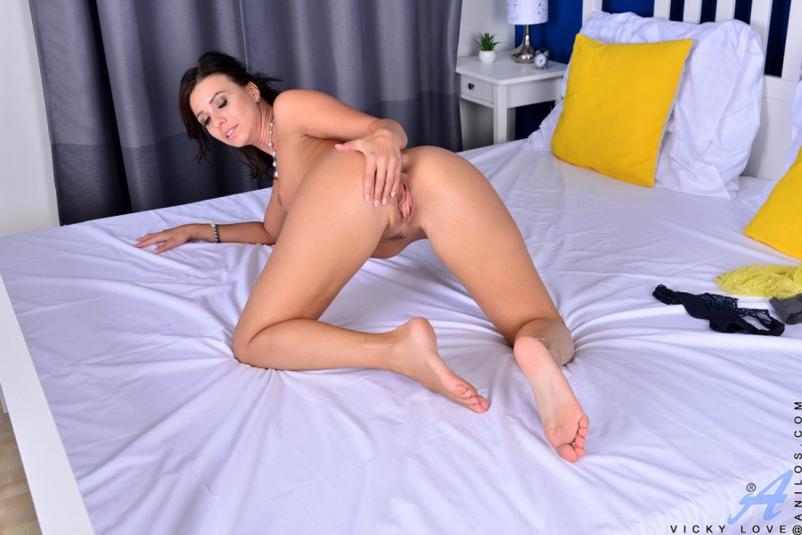 Anilos.com - Vicky Love: Want More
