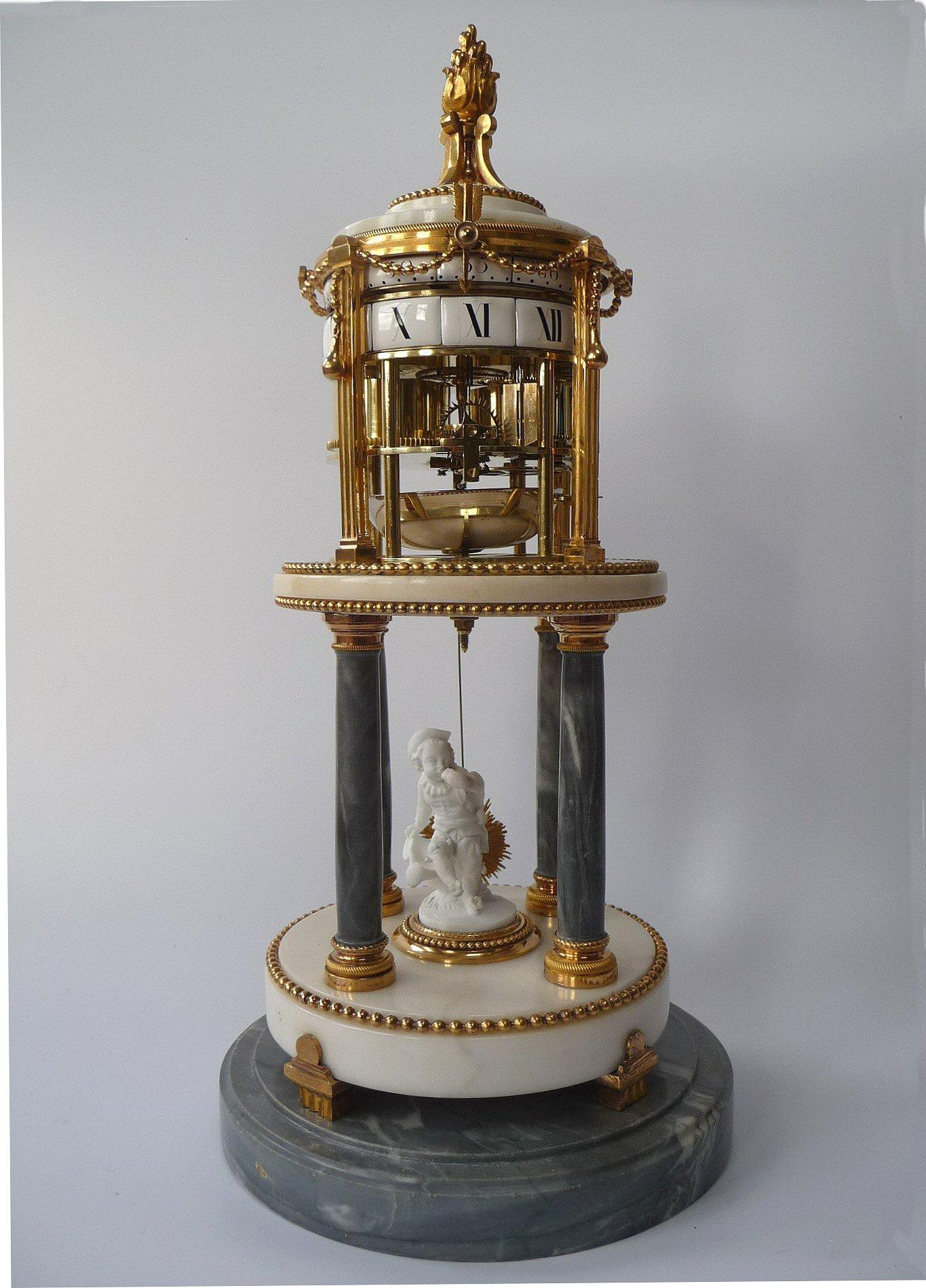An Attractive Temple De LAmour Pendule Cercles