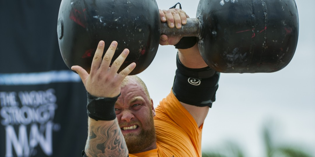 The Mountain Lifts 200 Pound Dumbbells Like It S Nothing