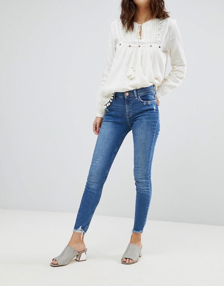 River Island - Amelie - Enge Jeans mit Fransensaum - Blau