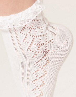Image 2 of ASOS Pelerine Lace Frill Ankle Socks